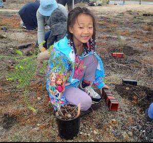 volunteer-little-girl-planting-e1554036281721.jpg